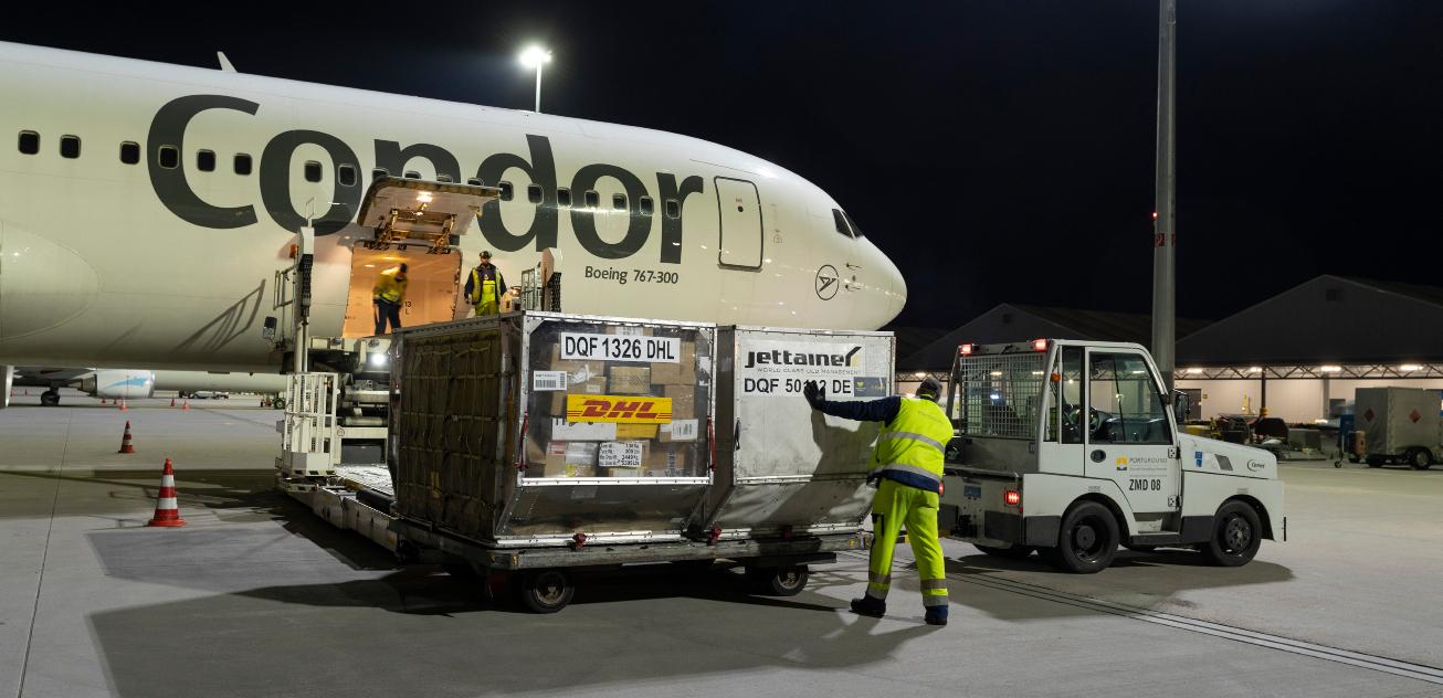 Mit vier Boeing 767 : Condor fliegt Pakete für DHL Express - aeroTELEGRAPH